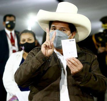 Presidente del Perú recibe su segunda dosis de vacuna anti COVID